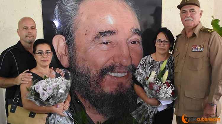Junto a su familia, los Héroes de la República de Cuba recordaron la impronta de Fidel.