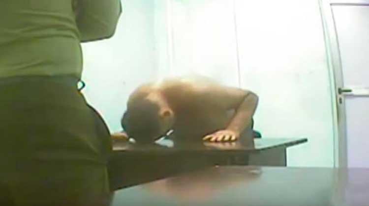 La autoagresión de Ferrer quedó al descubierto con esta filmación.