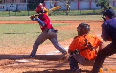 Villa Clara de softbol a un éxito de final cubana