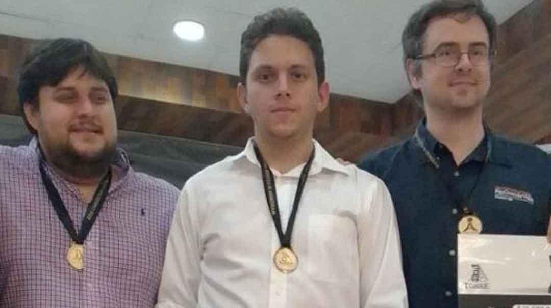En este certamen, Albornoz terminó igualado en la primera posición, con otros tres jugadores. Foto: columnadeportiva.com