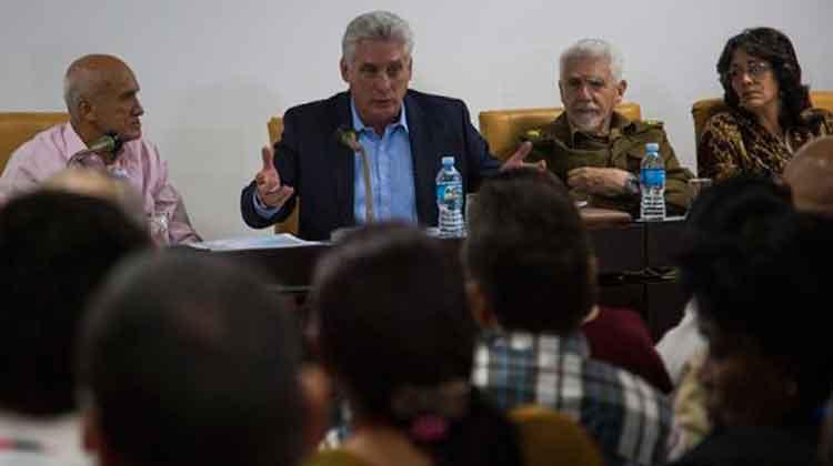 Miguel Díaz-Canel asiste a análisis del programa de la vivienda en trabajo en comisiones del Parlamento. Foto: Irene Pérez/ Cubadebate.