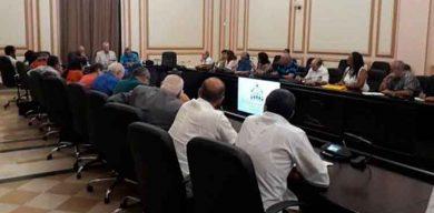 Presidente cubano participa en encuentro con historiadores de la Isla
