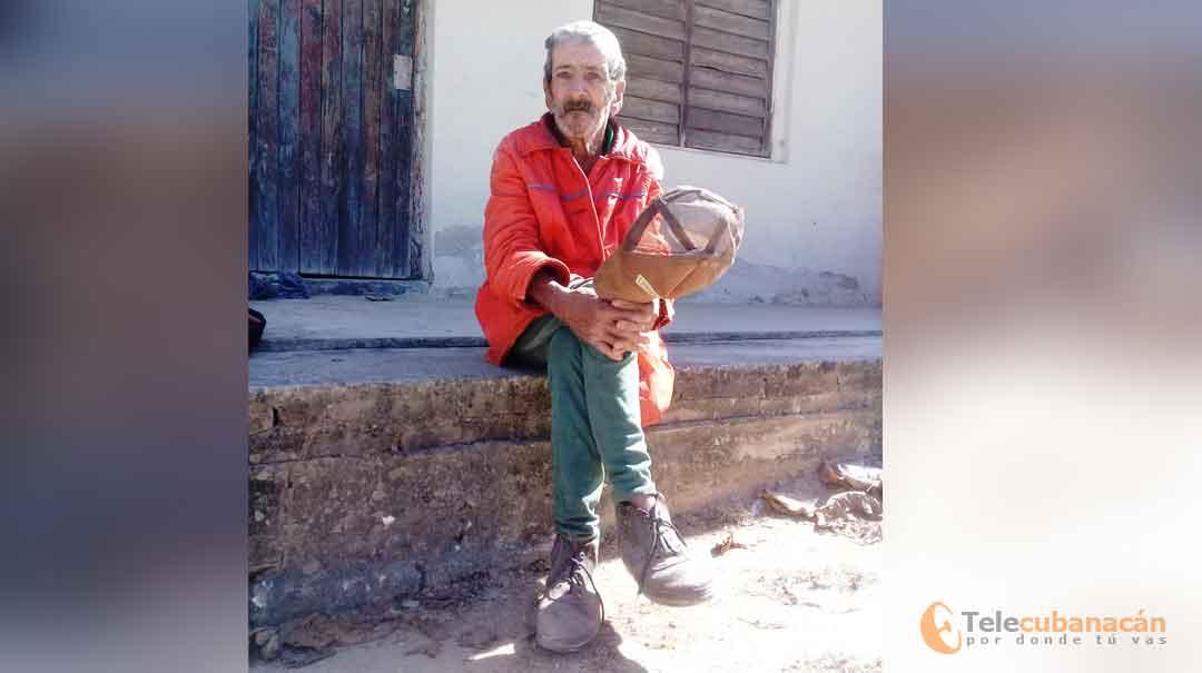 A sus 85 años de edad Cubita sigue vagando alrededor de las casas blancas, como las llama él, donde se encuentran grandes amigos, hermanos, padres y hasta un hijo que la muerte le arrebató.