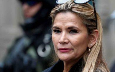 Jeanine Áñez, presidenta de facto de Bolivia, pide la renuncia de todo su gabinete