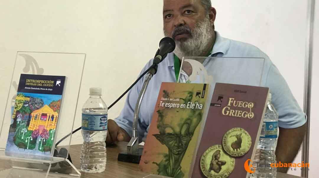 El escritor Lorenzo Lunar presentó la recopilación de cuentos Te espero en Ele'ha, de Claudio G. del Castillo.
