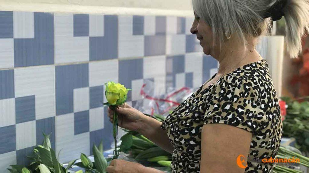 La floristería presta servicios en ambas monedas para la población y abastece la red hotelera de Trinidad, Villa Clara y los Cayos del Norte.
