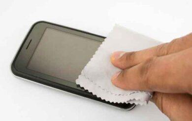 Cómo limpiar la pantalla del celular y otros dispositivos electrónicos