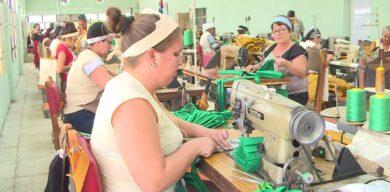 Producen nasobucos en talleres textiles de Villa Clara
