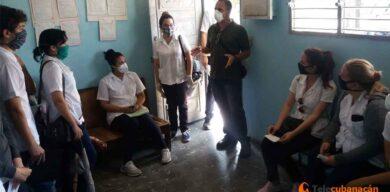 Reconocen a estudiantes de medicina de Cuba la labor ante la COVID-19