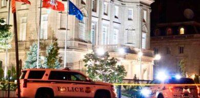 Ataque a la embajada fue premeditado, dice fiscal: Atacante pasó antes por el lugar y escribió «Trump 2020» en bandera cubana