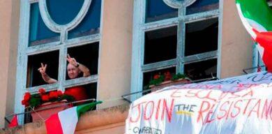 COVID-19 en el mundo: Cantando «Bella Ciao» en los balcones, los italianos conmemoran el Día de la Liberación