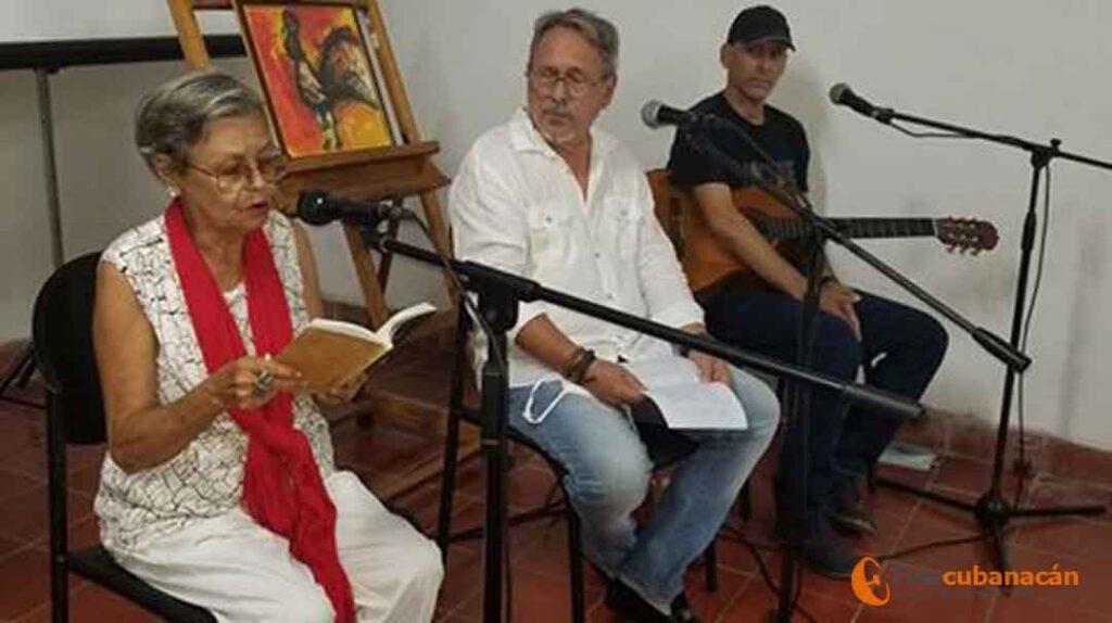 Caridad González (la abuela):