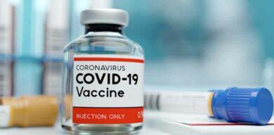 Detienen ensayos de vacuna de Oxford y AstraZeneca por inexplicable enfermedad de un participante
